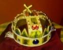 A Szent korona grillázsból készült mása. (Rózsavölgyi Cukrászda, Celldömölk)